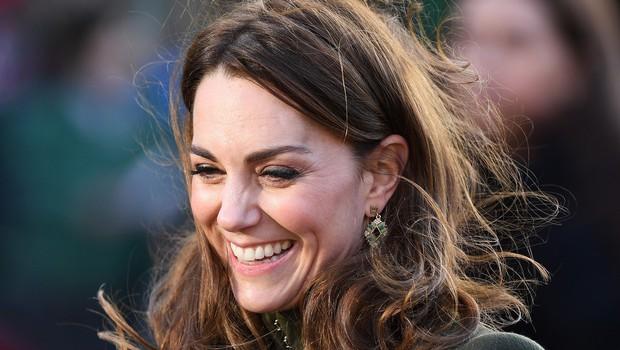 Kate Middleton prvič po aferi z Meghan in Harryjem v javnosti: Nasmejana do ušes (foto: Profimedia)