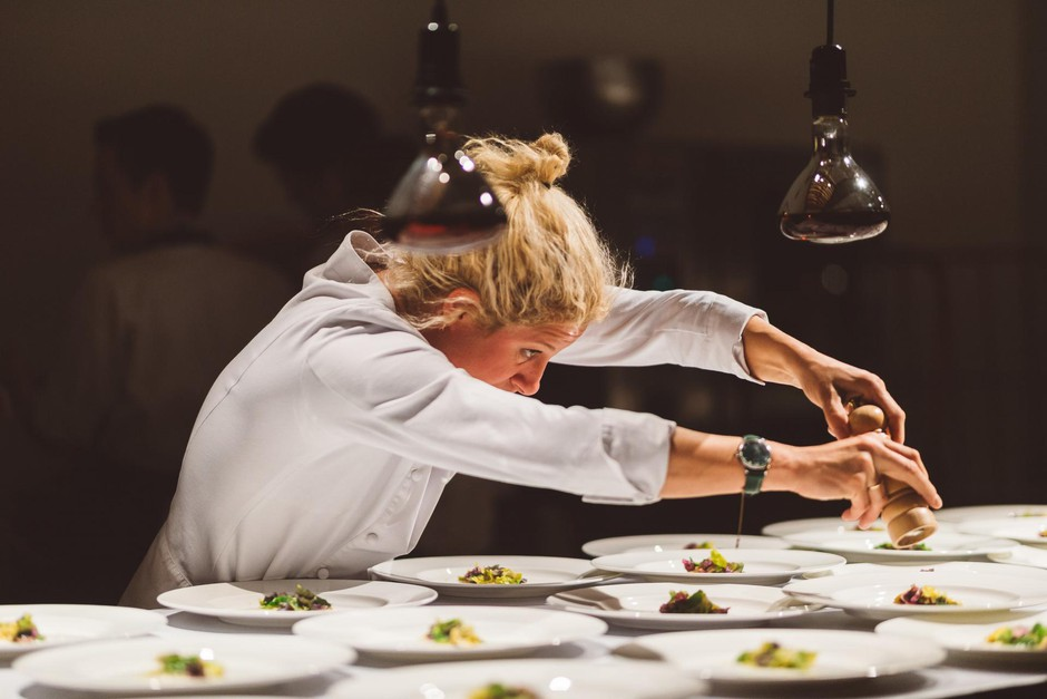 V novem letu bo kuharska mojstica izdala novo knjigo, veseli pa se tudi prihoda Michelinovih zvezdic v Slovenijo. (foto: Nino Verdnik)