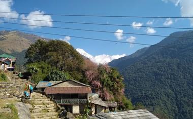 Majhne vasice, ki ob poti spremljajo pohodnike in nudijo prenočišča ter okusno hrano.