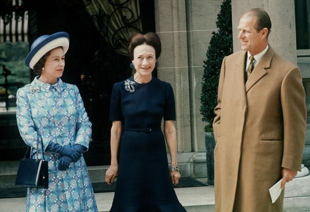 Leta 1972 je Wallis Simpson srečala kraljico Elizabeto II, in njenega soproga, princa Philipa, ki sta bila na službenem obisku v Franciji. (foto: Afp/Profimedia)