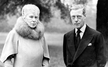 Edward s svojo mamo, kraljico Mary.