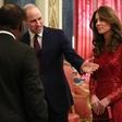 Kate Middleton v rdeči obleki naravnost osupnila in pritegnila številne poglede