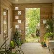 Ste vedeli, da sredi Ljubljane deluje zavetišče za zavržene rastline?