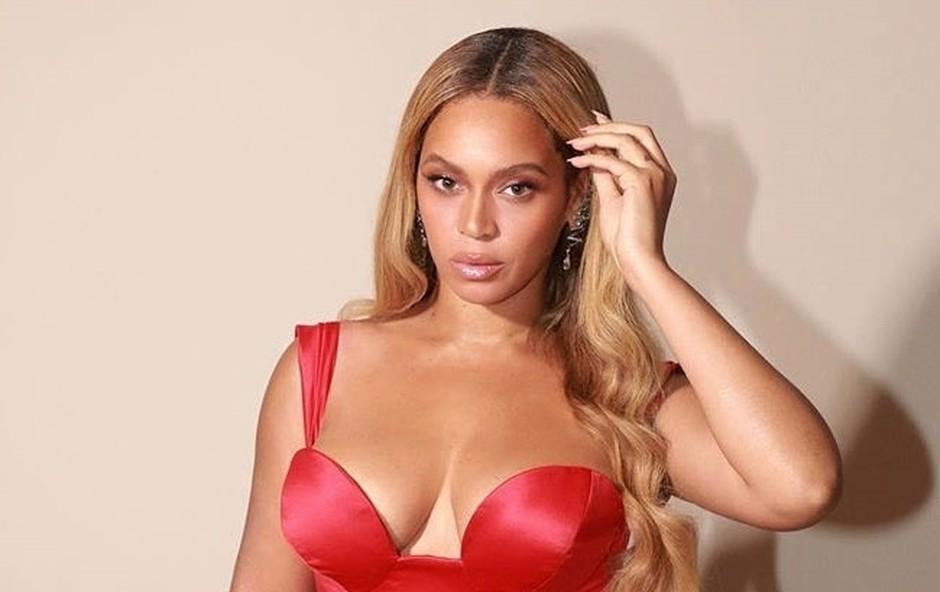 Beyonce v obleki, s katero je zasenčila marsikatero damo (foto: Profimedia)