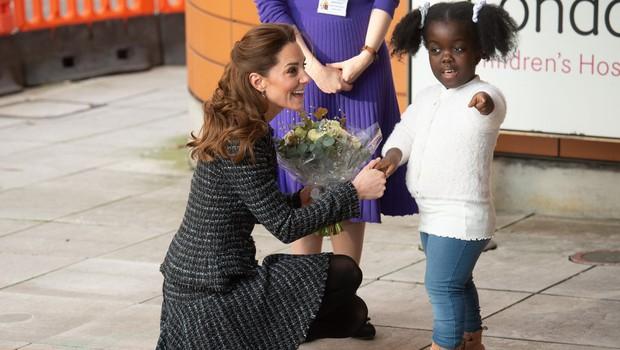 Še ena modna kombinacija Kate Middleton, ki je odlična za hladne zimske dni (foto: Profimedia)