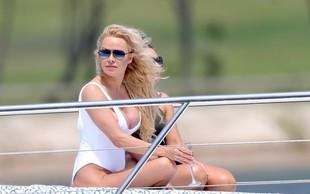 Pamela Anderson uživa: Po peti poroki se je z možem podala na medene tedne