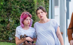 Neprepoznavna Milla Jovovich kaže svoj nosečniški trebušček