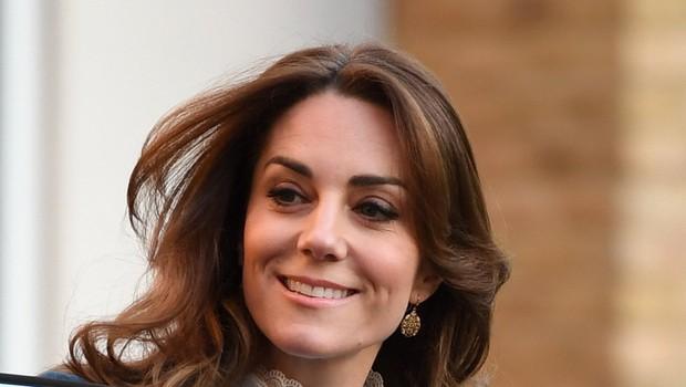 Moder plašč Kate Middleton verjetno zmagovalec letošnje zime (foto: Profimedia)