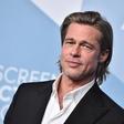 Brad Pitt bril norce iz princa Harryja in Meghan Markle, princ William in Kate Middleton pa sta se sladko smejala