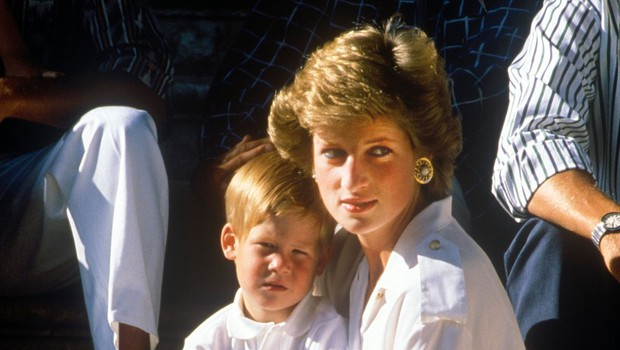 Princ Harry priznal, da zadnja tri leta obiskuje psihologa, da bi prebolel bolečo smrt princese Diane (foto: Profimedia)