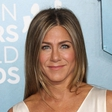 Ne z Bradom Pittom, Jennifer Aniston opazili v restavraciji z Johnom Mayerjem