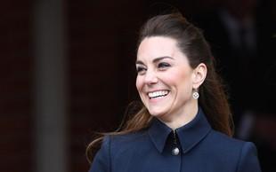 Kate Middleton verjetno še nikoli tako zelo vitka, njen pas pa še nikoli tako tanek