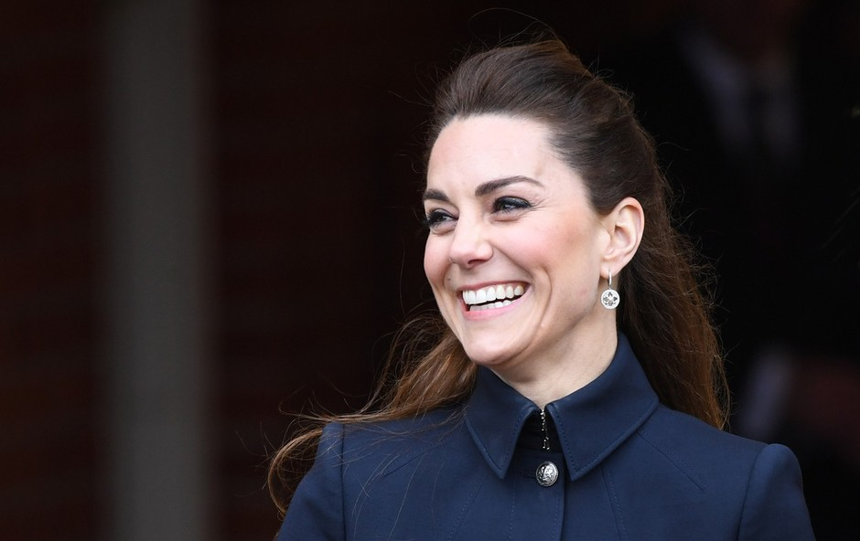 Kate Middleton verjetno še nikoli tako zelo vitka, njen pas pa še nikoli tako tanek (foto: Profimedia)