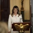 Melania Trump v nenavadnem kombinezonu, ki je požel odobravanje, a tudi kritike