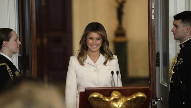 Melania Trump v nenavadnem kombinezonu, ki je požel odobravanje, a tudi kritike (foto: Profimedia)