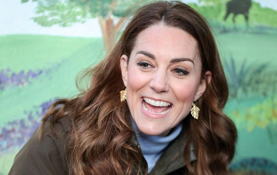 Kate Middleton je prvič v roke prijela kačo (foto: Profimedia)