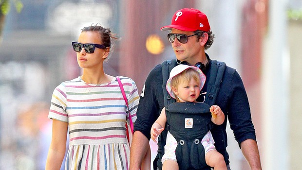 Se med Irino Shayk in Bradleyjem Cooperjem spet nekaj plete? Zalotili so jo v njegovem stanovanju! (foto: Mega/The Mega Agency/Profimedia)