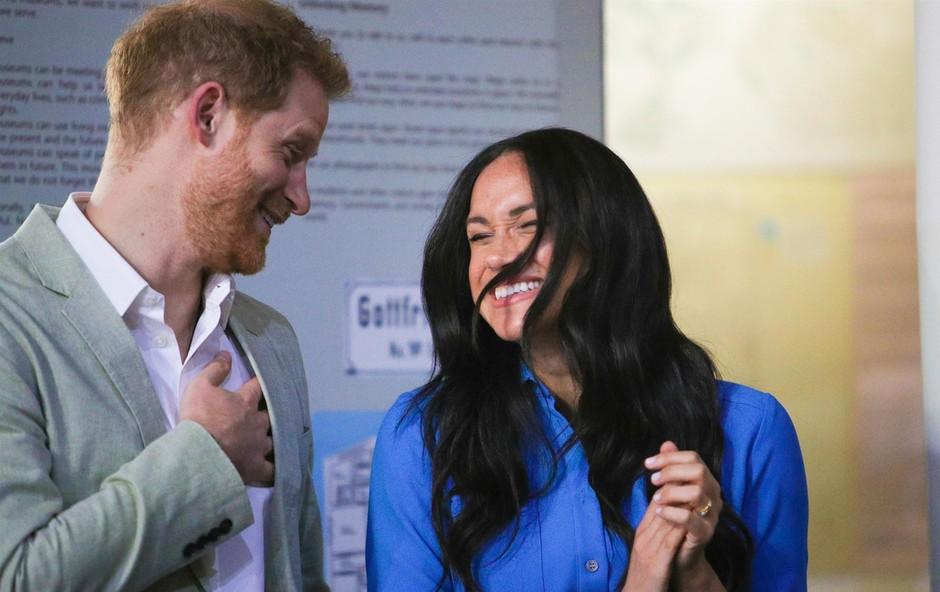 Princ Harry in vojvodinja Meghan Markle bosta verjetno že prav kmalu ostala brez kraljevih nazivov (foto: Profimedia)