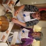 REPORTAŽA: pekli smo krofe in se pripravljali na pusta hrusta (+ recept za slastne pustne krofe) (foto: promocijski material)