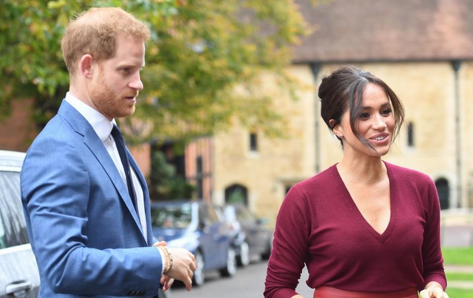 Princ Harry in Meghan Markle se vračata v London, kjer ju čaka cel kup kraljevih obveznosti (foto: Profimedia)