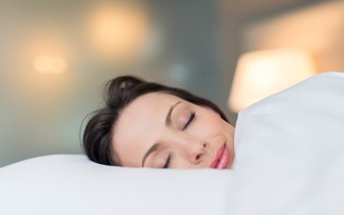 Tudi letos »sanjska služba«: 1.000 evrov za 8 ur spanja