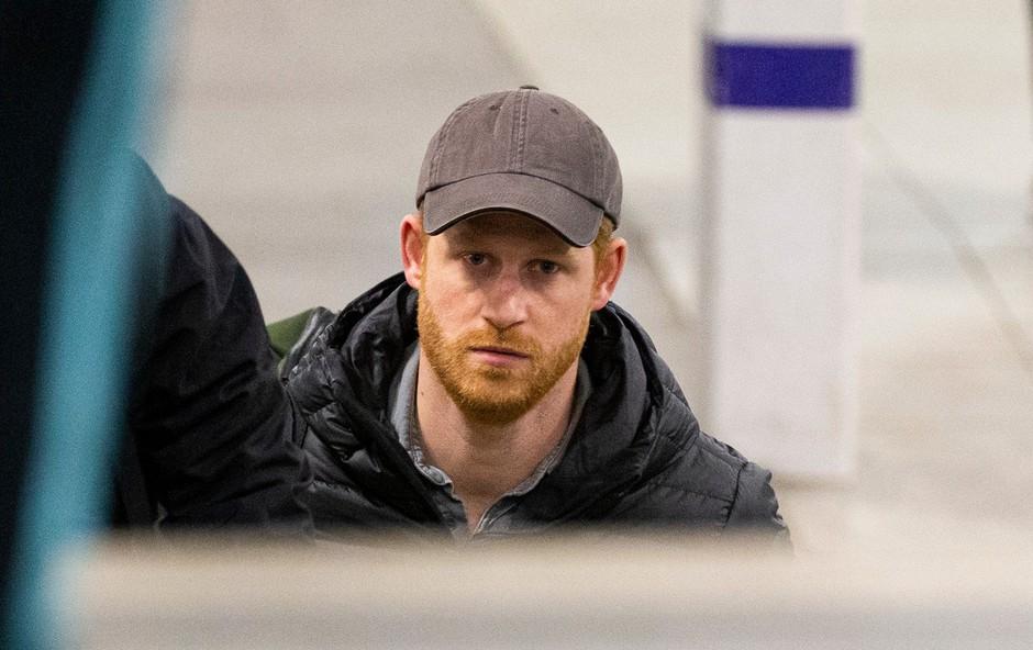 Princ Harry se je vrnil v London in nato na Škotsko odpotoval kar z vlakom (foto: Profimedia)