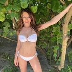 Elizabeth Hurley uživa na Maldivih (foto: Profimedia)