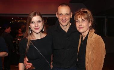 Igralec Marko Mandič, direktorica MGL Barbara Hieng Samobor in njena hčerka Ana.