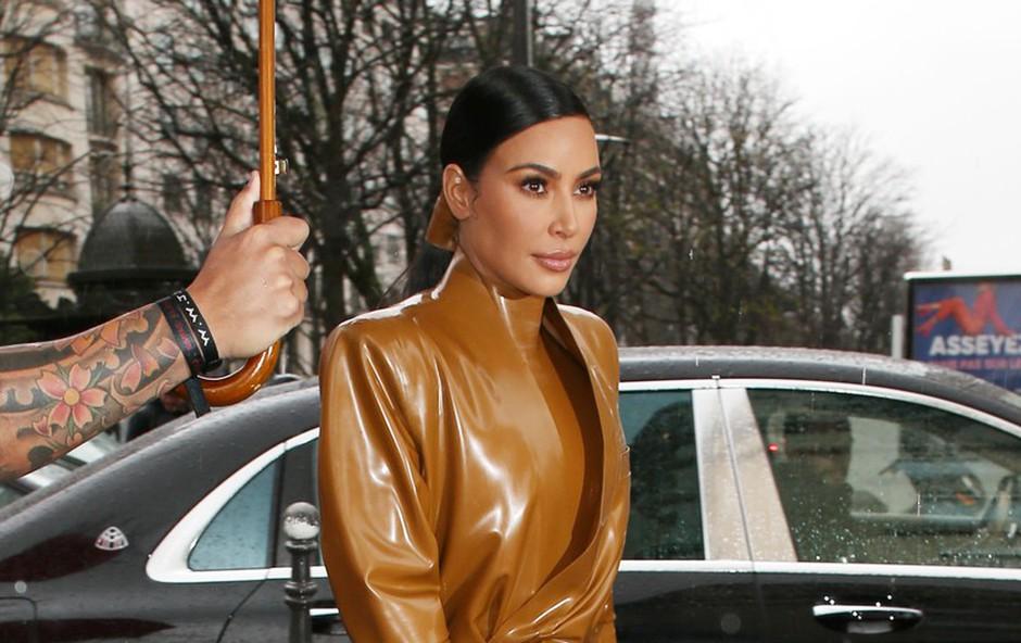 Posnetek parodije pretepa sester Kardashian postal viralni hit, tudi s pomočjo Kim (foto: Profimedia)
