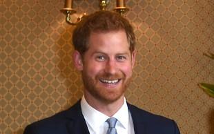 To pa je nekaj novega: Princ Harry po dolgem času (sam) v javnosti, mimoidoče pa je presenetil s petjem!