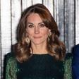 Kate Middleton je s to modno kombinacijo videti kot prava hollywoodska diva