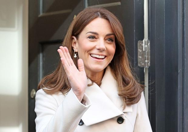 Kate Middleton na Irsko prišla v 12 let starem plašču, ki ga je nosila, ko s princem Williamom še nista bila poročena (foto: Profimedia)