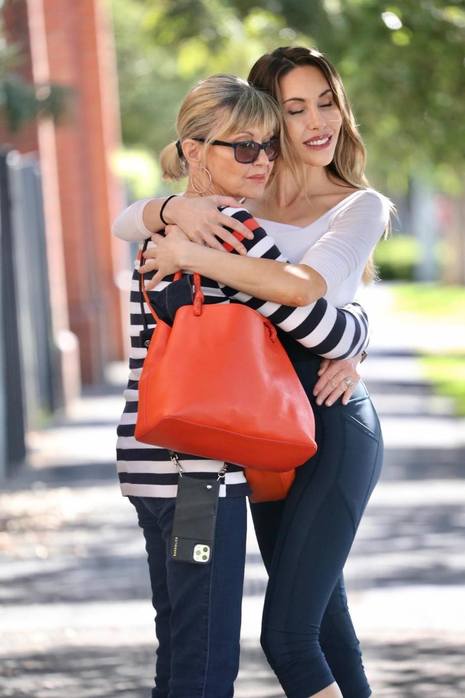 Olivia Newton-John je zelo navezana na svojo hčerko. (foto: Beck, Nari/Backgrid Australia/Profimedia)