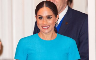 Poglejte si čudovito modro obleko Meghan Markle, ki jo je nosila v Londonu in ki je bila v hipu razprodana