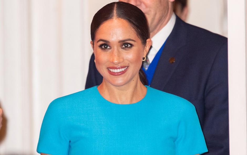 Poglejte si čudovito modro obleko Meghan Markle, ki jo je nosila v Londonu in ki je bila v hipu razprodana (foto: Profimedia)
