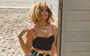 Neverjetno gibčna Jennifer Lopez v tako zapeljivih pozah, da boste ostali brez besed