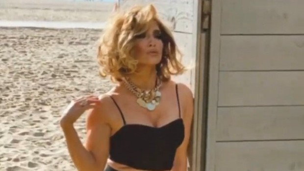 Neverjetno gibčna Jennifer Lopez v tako zapeljivih pozah, da boste ostali brez besed (foto: Profimedia)