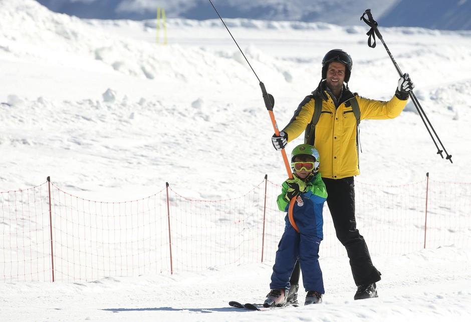 Novak najbolj uživa, ko lahko svoj prosti čas posveti družini. (foto: Splashnews.Com/Splash/Profimedia)