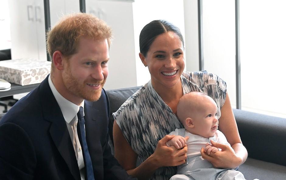 Zdaj je na dan prišlo, zakaj princ Harry in Meghan Markle v London nista pripeljala princa Archieja (foto: Profimedia)