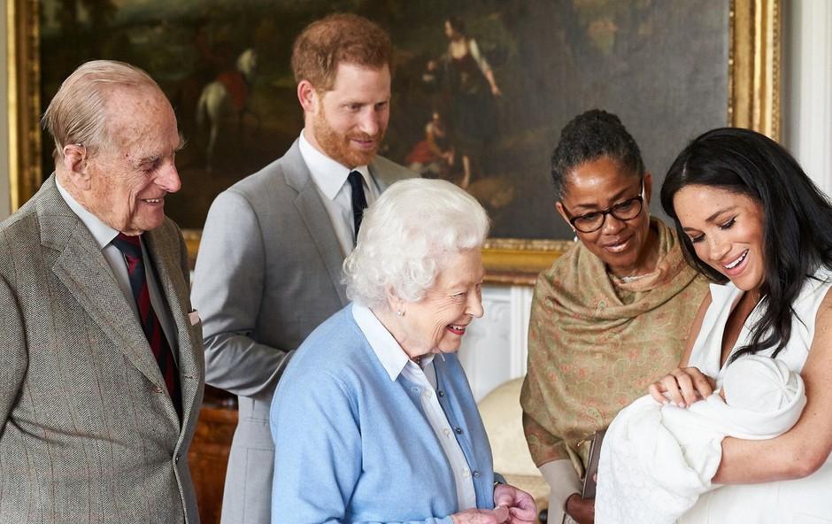 Kraljici Elizabeti se bo uresničila velika želja, že kmalu bo spet videla malega princa Archija, ki bo prišel v London (foto: Profimedia)