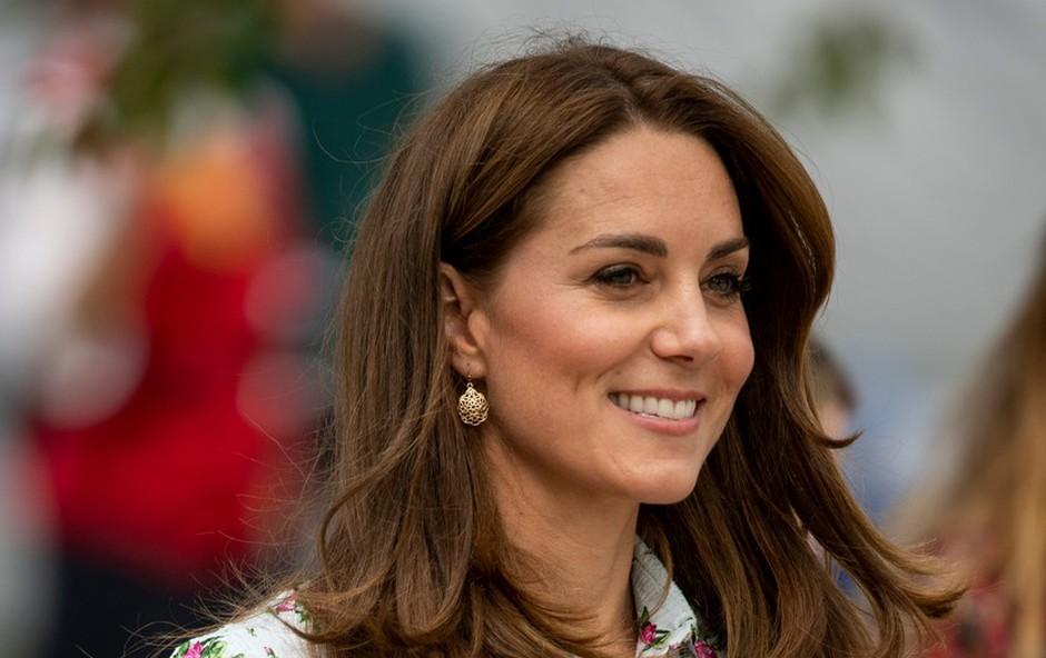 Kate Middleton ujeli v supermarketu, kjer je nakupovala s svojimi otroki (foto: Profimedia)