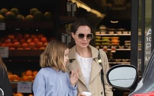 Paparaci ujeli Angelino Jolie, ki je iz trgovine odhajala z vrečami hrane, tudi ona si dela zaloge zaradi koronavirusa