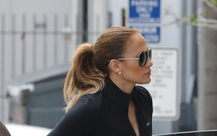 Jennifer Lopez pred telovadnico kazala izklesan trebušček in bujno zadnjico