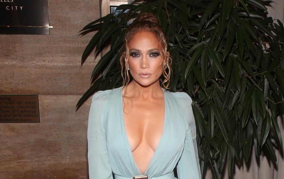 Knjiga o zvezdniških muhah: Jennifer Lopez nič kaj prijazna, Robbie Williams se je vedel kot paglavec (foto: Profimedia)
