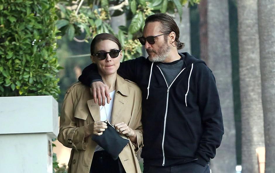 Joaquin Phoenix s svojo izvoljenko Rooney Mara. (foto: P&Amp;P/Mega/The Mega Agency/Profimedia)