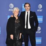 Igralec z mamo Arlyn Phoenix v Palm Springsu na filmskem festivalu. (foto: Axelle/Bauer-Griffin/Mega/The Mega Agency/Profimedia)