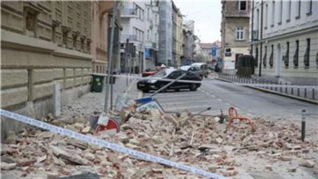 Zagreb: Po potresu 15-letnica v kritičnem stanju, več poškodovanih (foto: STA/Hina)