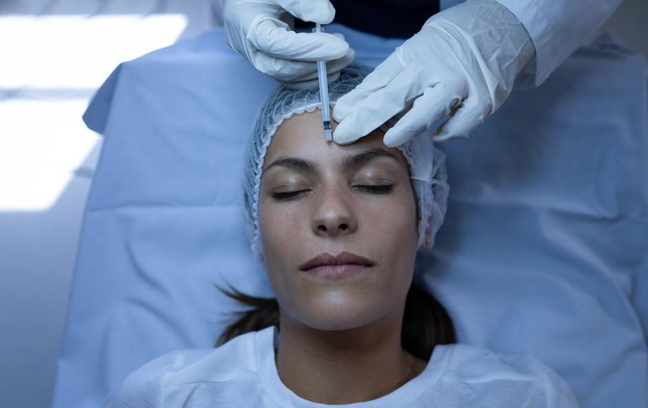 10 vprašanj, ki ste jih vedno želeli zastaviti plastičnemu kirurgu (foto: Profimedia)