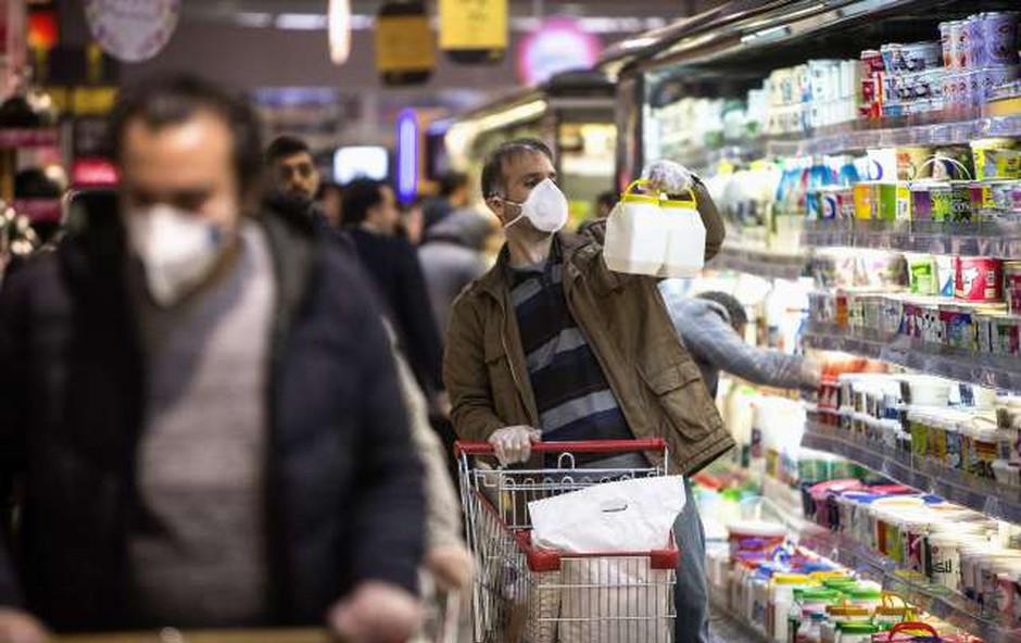Koronavirus: Embalažo iz trgovin je treba obravnavati kot potencialno onesnaženo (foto: STA)
