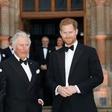 Princ Charles svoja sinova redno obvešča o svojem stanju